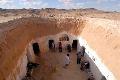 TUNISIE Déjeuner chez Miriem et Touati, dans leur maison troglodytique, vers Matmata