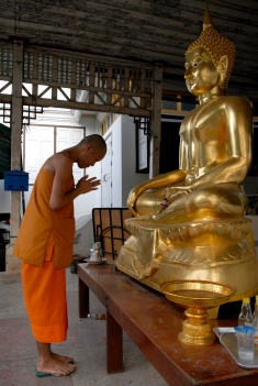 THAÏLANDE Bangkok Temple bouddhiste au bord d'un klong