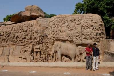 INDE du SUD Mahabalipuram Bas-relief de l'ascèse d'Arjuna