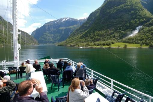 NORVEGE Ferry sur le Naeroyfjord