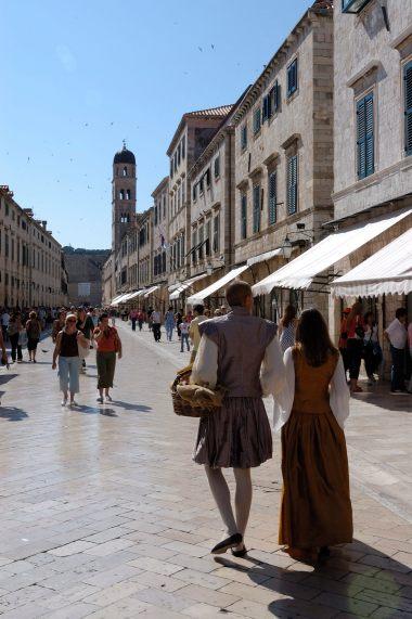 CROATIE - Dubrovnik Personnages en costume médiéval sur le Stradun
