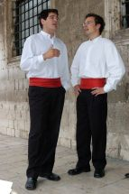 CROATIE - Dubrovnik Chanteurs du groupe Iskon, sous les arcades du Palais Sponza