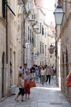CROATIE - Dubrovnik Ruelle commerçante de la vieille ville