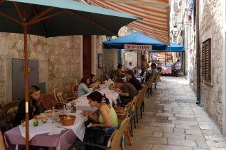CROATIE - Dubrovnik Restaurants rue Prijeko