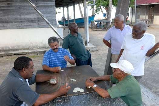 MARTINIQUE Presqu'île de la Caravelle Tartane Joueurs de dominos
