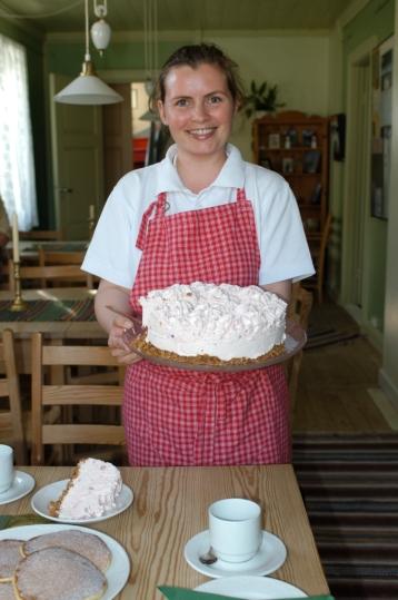 NORVEGE Alesund Sheila, gardienne du phare d'Alnes, et cuisinière du salon de thé, dans l'île de Godoy