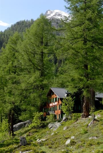 SUISSE Valais - Lötschental Hôtel Fafleralp, couvert de bardeaux