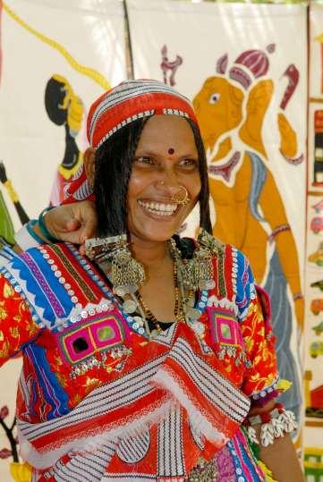 INDE du SUD Muttukadu Centre d'art et d'artisanat Dakshinachitra Femme d'une tribu du Karnataka