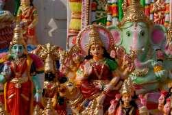 INDE du SUD Chennai (Madras) Statuettes vendues devant les temples hindous