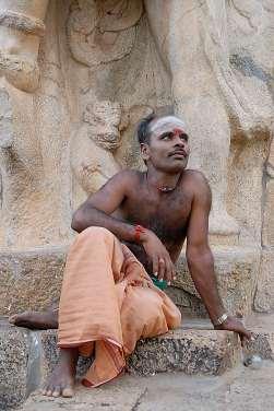 INDE du SUD Gangakondacholapuram Temple de Brihadishwara, temple Chola consacré à Shiva Prêtre du temple