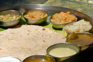 INDE du SUD Swamimalai Hôtel et restaurant Sterling Thali, plat végétarien