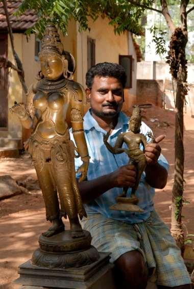 INDE du SUD Village aux environs de Tanjore Artisanat du bronze