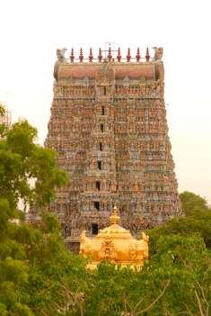 INDE du SUD Madurai Temple Sri Meenakshi dédié à Shiva et à Parvathi Gopuram