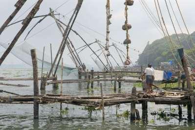 INDE du SUD Kerala Cochin Carrelets de pêche à Fort-Cochin