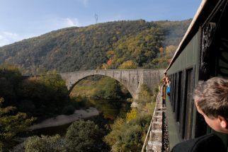 ARDECHE Le Chemin de Fer du Vivarais, pont sur le Doux