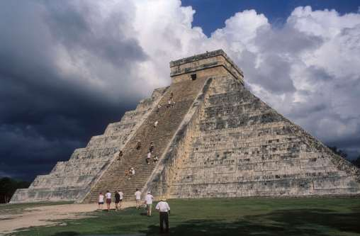MEXIQUE - Yucatan Pyramide de Kukulkan à Chitzen Itza