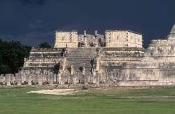 MEXIQUE - Yucatan Chitzen Itza : temple des Guerriers