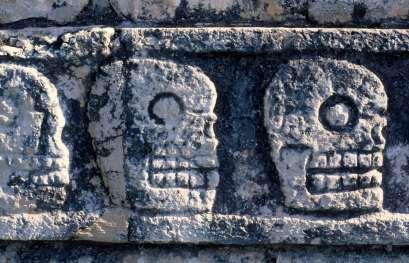 MEXIQUE - Yucatan Mur des Crânes ou Tzompantli à Chitzen Itza