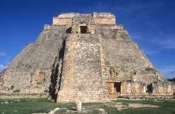MEXIQUE - Yucatan Uxmal : pyramide du Devin