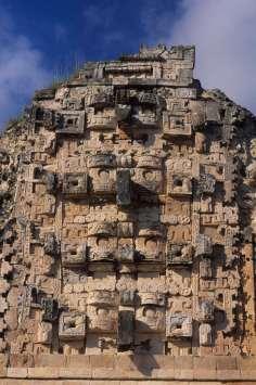 MEXIQUE - Yucatan Uxmal, masques du dieu Chac