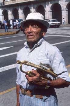 MEXIQUE - Yucatan Musicien de fanfare à Merida