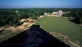 MEXIQUE - Yucatan Chitzen Itza, du haut de la pyramide de Kukulkan