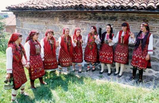 BULGARIE Groupe folklorique à Dobarsko (Rhodopes)