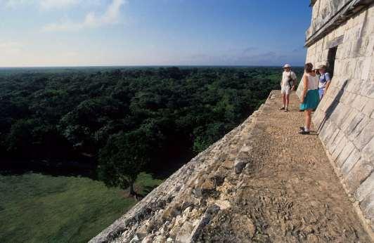 MEXIQUE - Yucatan Chitzen Itza, au sommet de la pyramide de Kukulkan