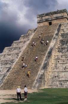 MEXIQUE - Yucatan Chitzen Itza, pyramide de Kukulkan