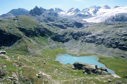 ITALIE - Val d'Aoste Lac inférieur du Ruitord, avec refuge Deffeyes
