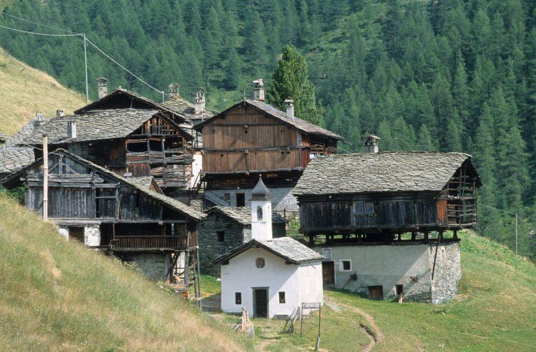 ITALIE  -  Val d'AosteVal d'Ayas Hameau de Cuneaz
