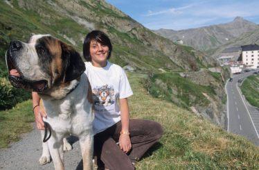 ITALIE - Val d'Aoste Devant l'Hospice du Grand Saint-Bernard