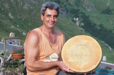 ITALIE - Val d'Aoste Cornelio Cerisey, fabricant de fontine à Praz d'Arc