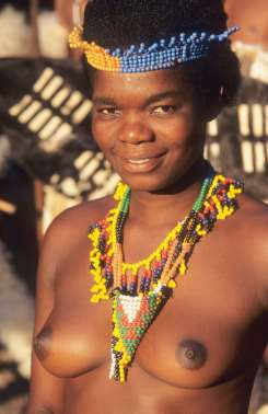 AFRIQUE du SUD Femme zoulou à Dumazulu