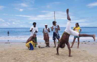 BRESIL - Salvador Da Bahia Capoeira sur une plage de l'île dos Frades