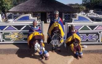 AFRIQUE du SUD Mpumalanga Femmes Ndebele à Botshabelo
