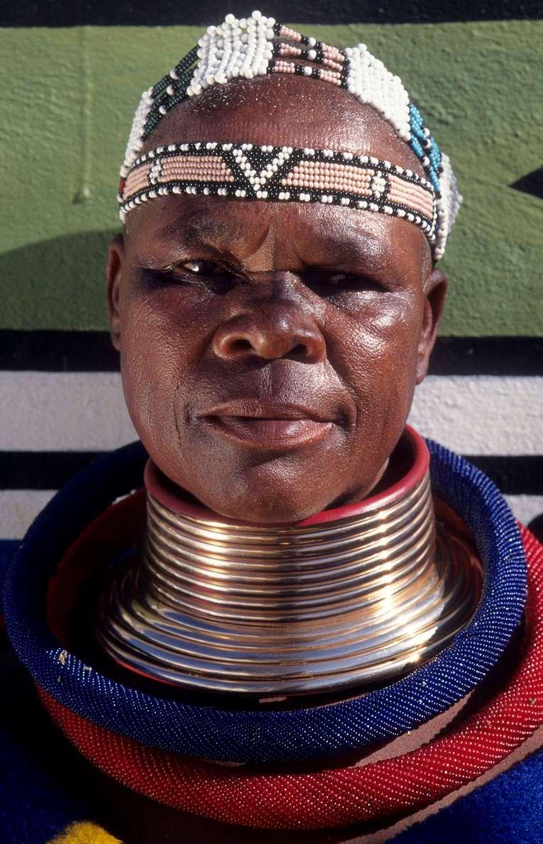 AFRIQUE du SUD Mpumalanga Femme Ndebele à Botshabelo