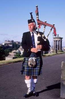ECOSSE Joueur de cornemuse à Edimbourg