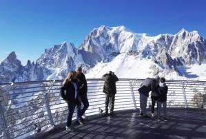 ITALIE - Val d'Aoste Courmayeur Vue du Mont Blanc depuis la terrasse en haut du Skyway