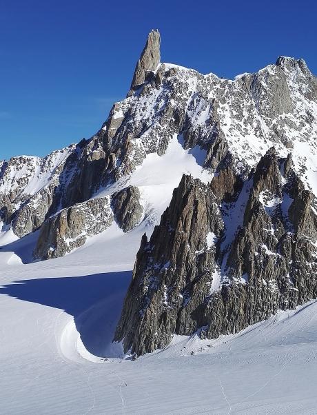 ITALIE - Val d'Aoste Courmayeur Vue depuis la terrasse en haut du Skyway