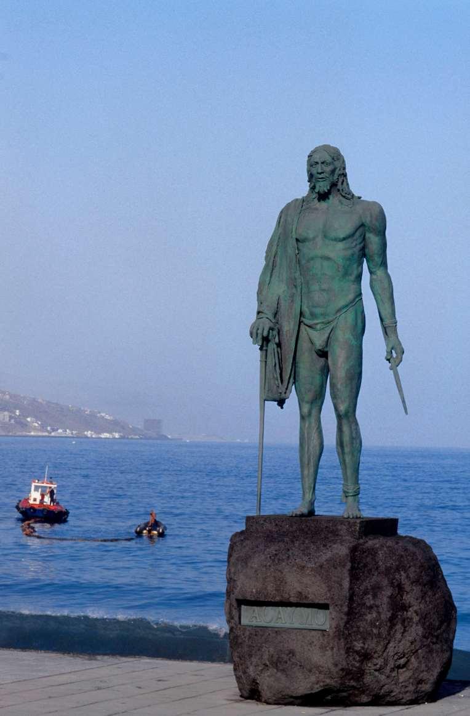 Statue d'un Guanche à Candelaria