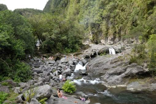 LA REUNION Bassins et baignade sur la rivière Langevin