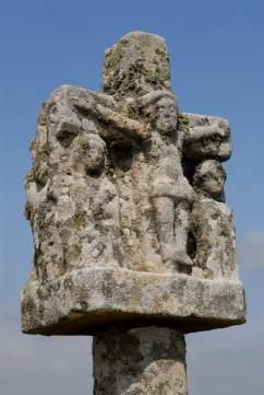 MORBIHAN Carnac Détail d'une croix située sur le tumulus St-Michel