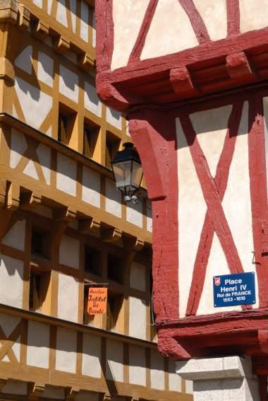 MORBIHAN Golfe du Morbihan Vieux Vannes Maisons à colombages de la place Henri IV