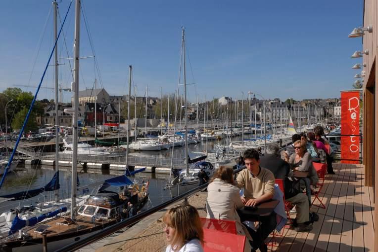 """MORBIHAN Golfe du Morbihan Vannes Vue du port de plaisance, depuis la terrasse du café """"A l'Aise Breizh"""""""