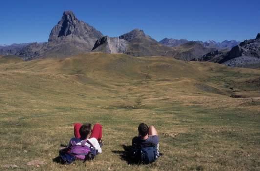 Vallée d'Ossau Randonneurs autour du Pic du Midi d'Ossau