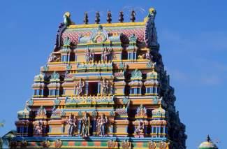 LA REUNION Le toit du Colosse, temple tamoul à St-André