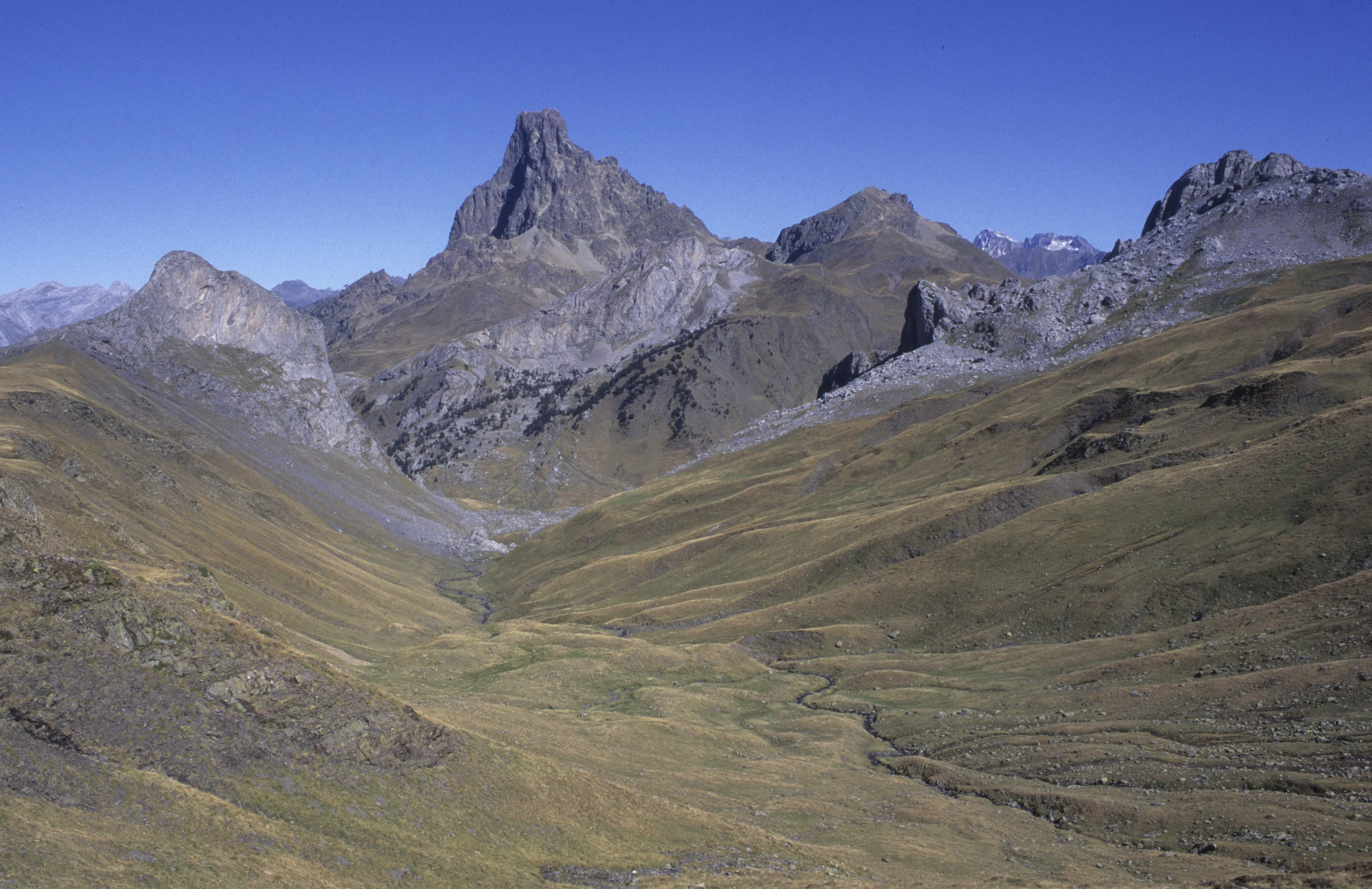 Vallée d'OssauVallée vers le Pic du Midi d'Ossau