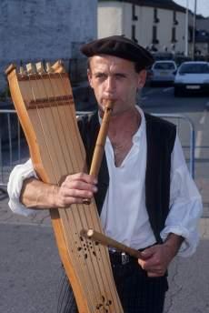 Vallée d'Ossau Joueur de tambourin et de flûte