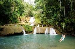 JAMAÏQUE YS Falls, sur la Black river, où l'on peut faire de la tyrolienne.